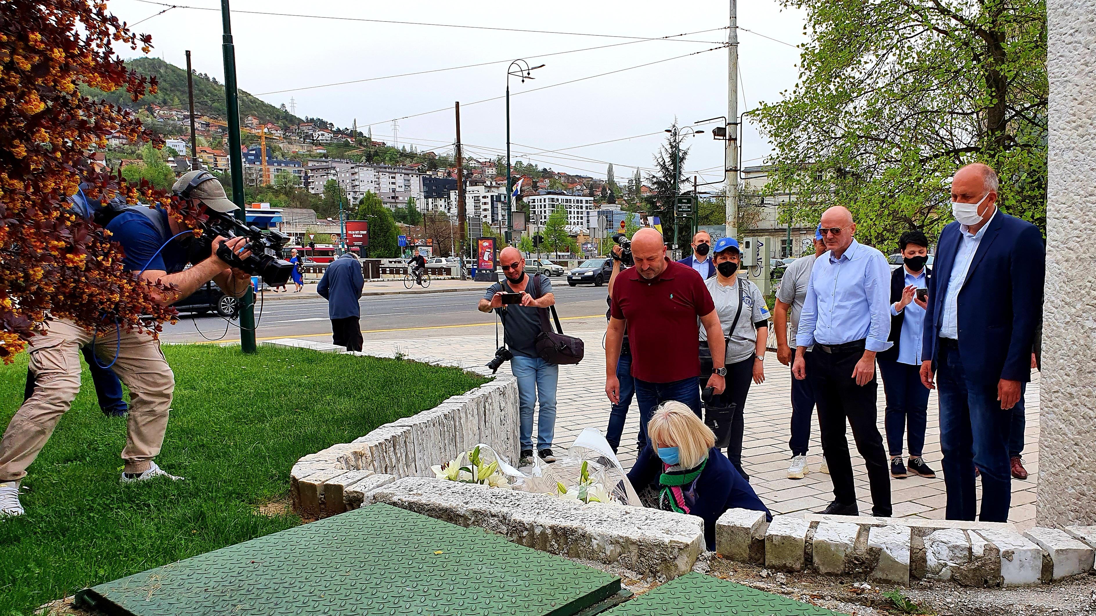 Delegacija Samostalnog Sindikata Položila Cvijeće